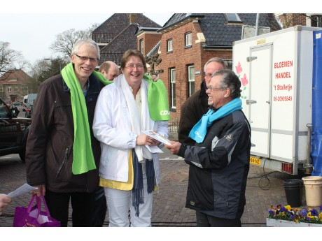 Samen met beide wethouders Olga Hartman (V.V.D.) en Pier Prins (C.D.A.)